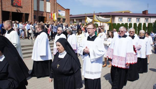 06 - Procesja wokół kościoła