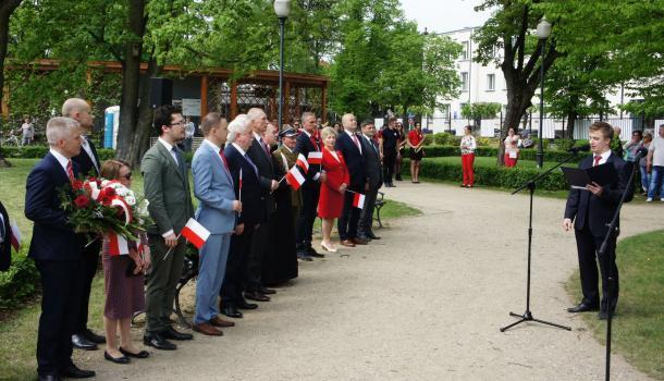 11 - Uroczystość w miejskim parku