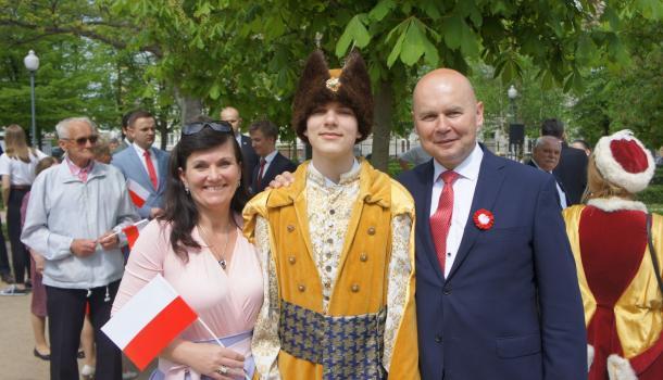 50 - Burmistrz Sławomir Kowalewski z uczestnikami obchodów